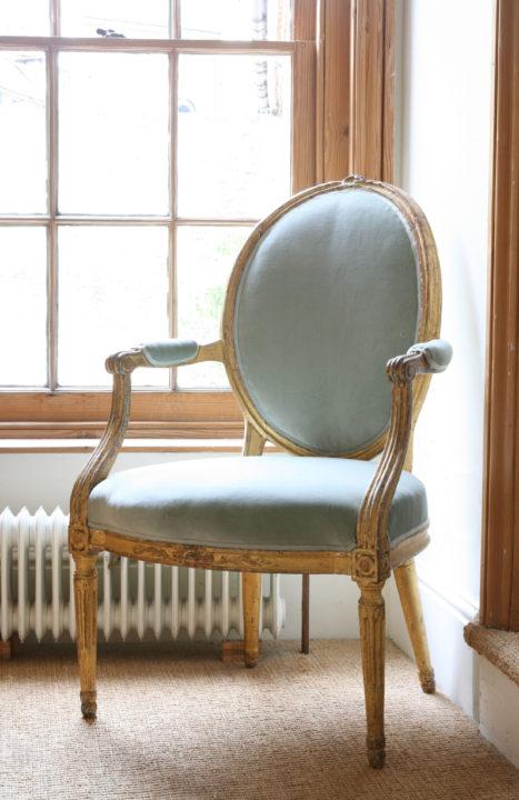Blue-Velvet-Chair