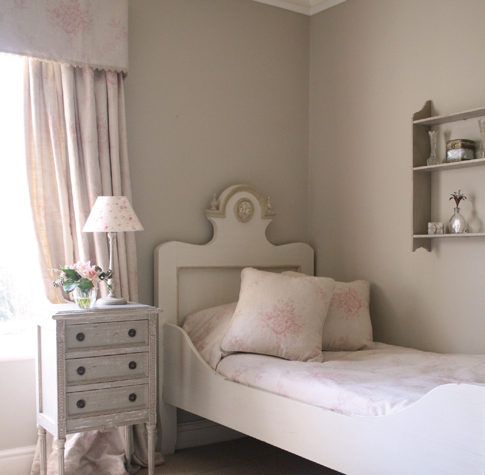 3-kate-forman-pink-sophia-fabric-vintage