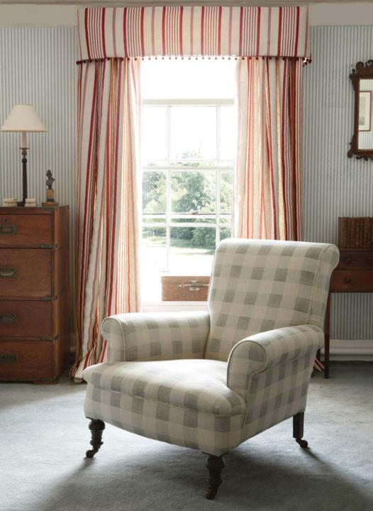 blue-check-chair