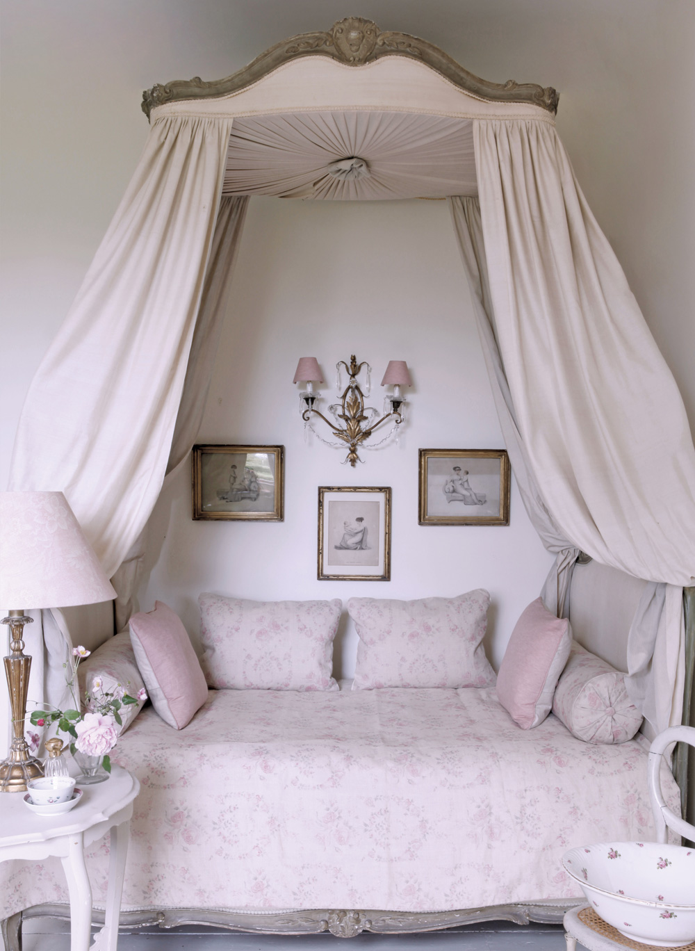 Amelia-Bed