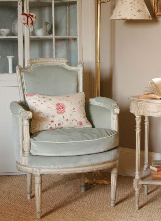 Blue-Velvet-Chair-3