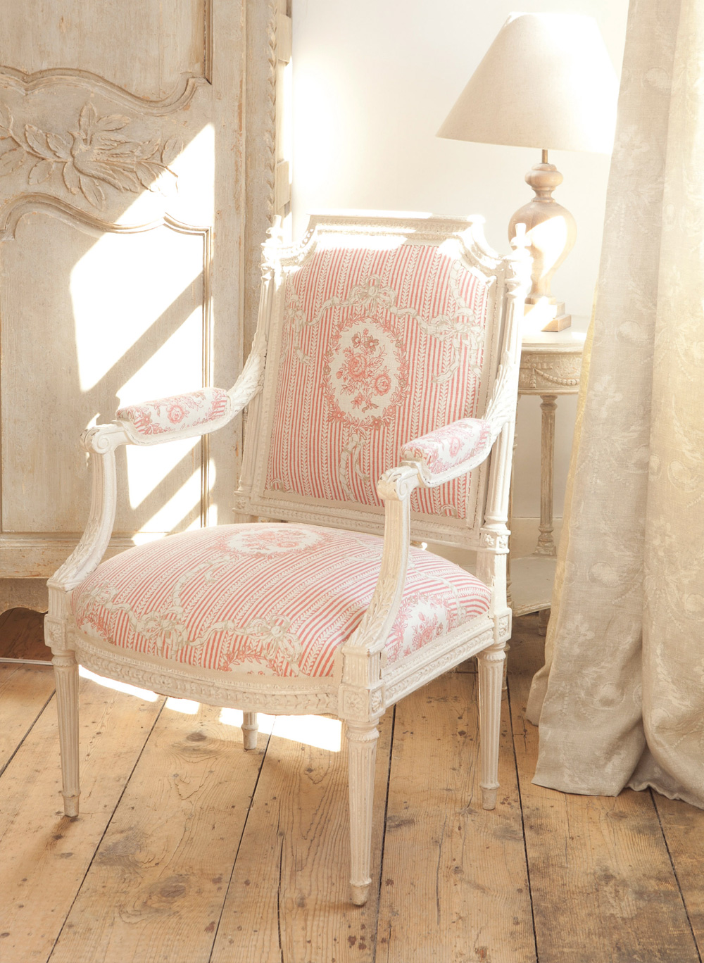 Cameo-&-Ribbons-Tuscan-Pink-Chair