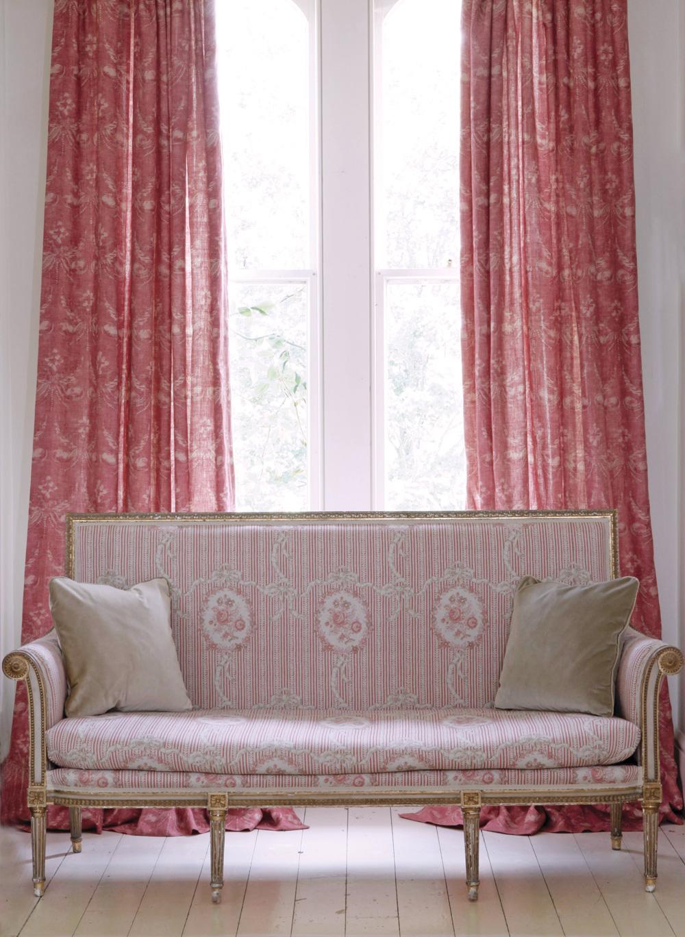 Cameo-&-Ribbons-Tuscan-Pink-Sofa