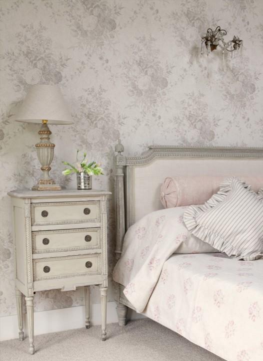 Oyster-Roses-Wallpaper