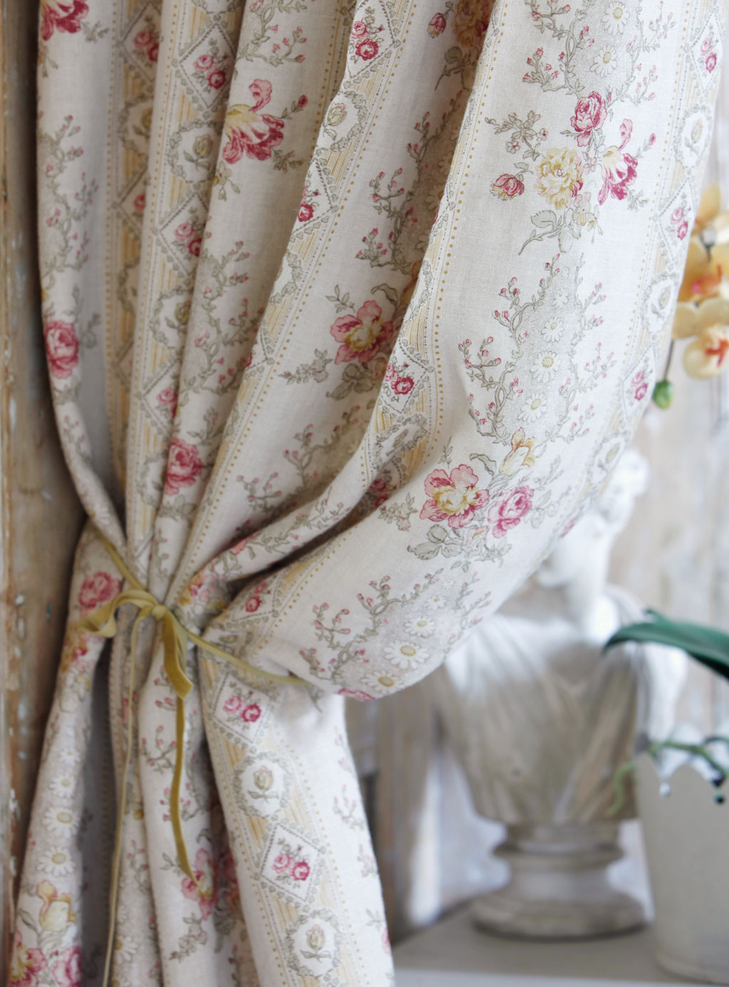 cristobel-oyster-curtains-close-up