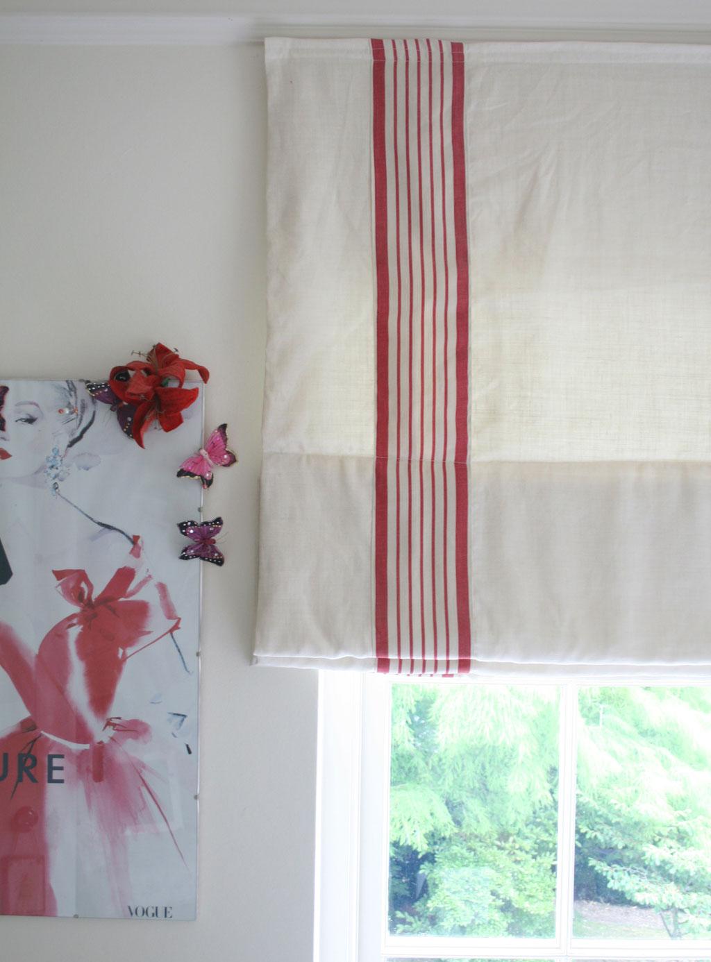 light-plain-blind-red-ticking-panel