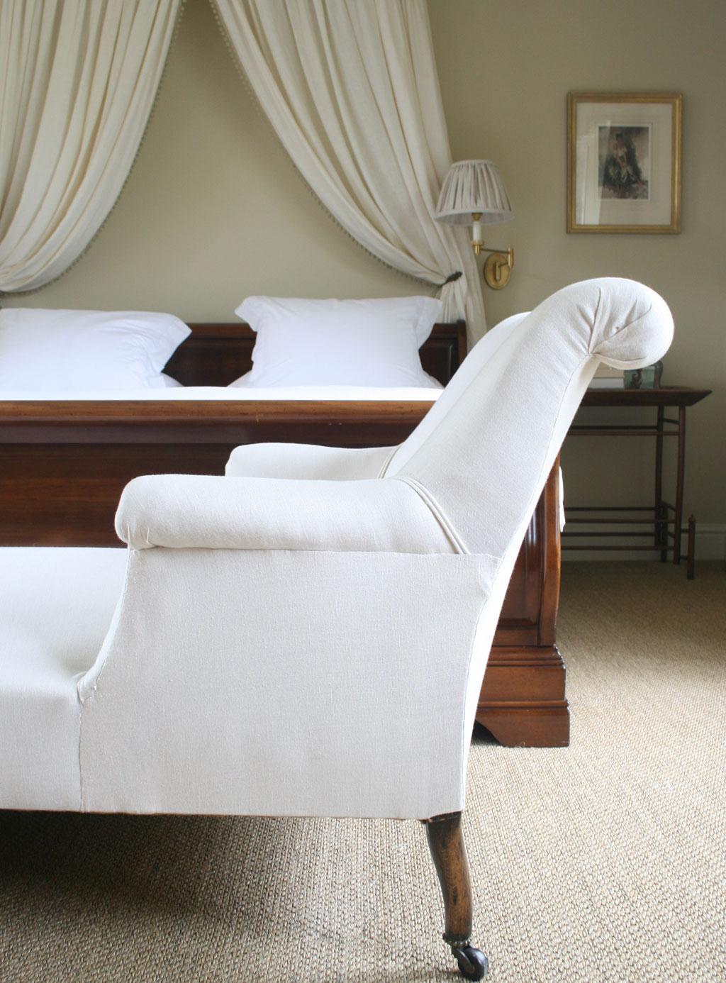 light-plain-chaise-lounge