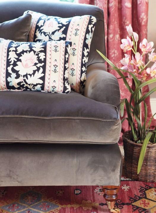 mole-velvet-sofa-close-up_v2